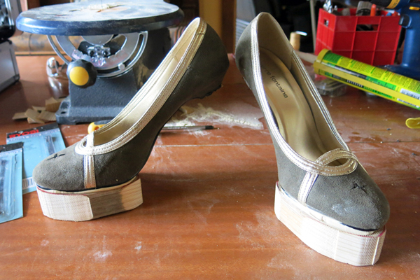 Small cross at the front of each shoe for ease of attaching screws at the point.
