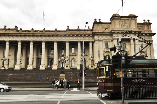 Parliament and City Circle tram.